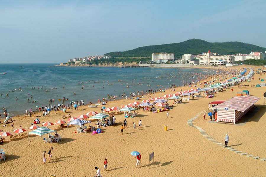 日本海滩上必须穿泳衣 连儿童都不可裸体 央广